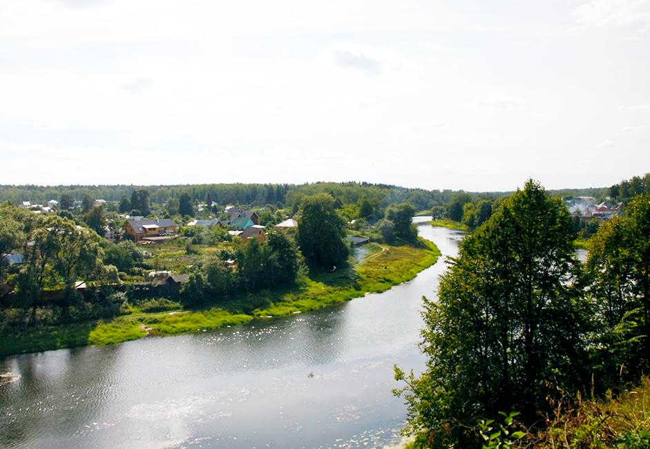 Причината е, че фино-угорските и балтийските племена се установяват в този район преди повече от 2000 години.