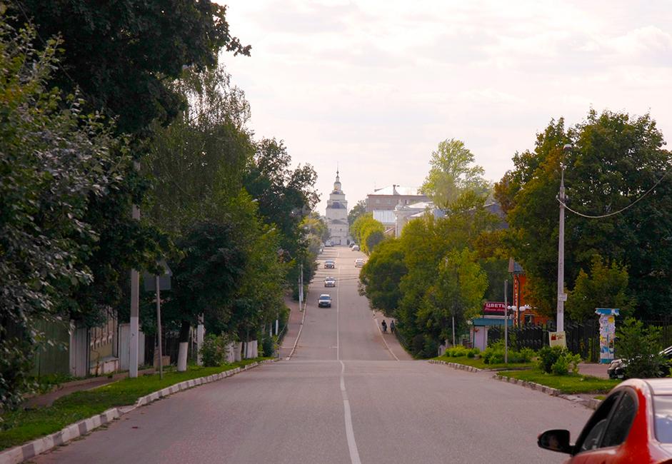 Руза става град през 14 век. Име две версии за годината, в която е създаден: през 1328 и през 1339 година. Като такава, Руза възниква редом с градове като Звенигород, Можайск, Коломна и Дмитров. Това са съвсем първите градове, станали част от Великото московско княжество.