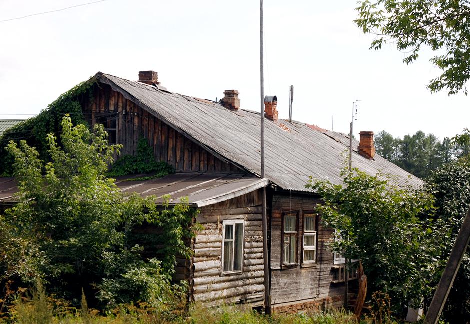Тази къща е принадлежала на голямо селско семейство до началото на 20 век. Семейството е екзекутирано по време на Революцията през 1917 година. Къщата им е разделена и предоставена на няколко бедни семейства. Техните наследници живеят тук и до днес.