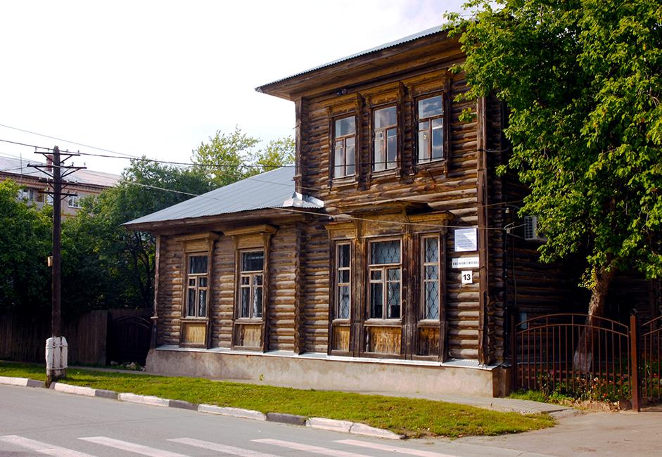Тази стара дървена сграда в момента е дом на детски художествен център. Сградата е една от множеството дървени постройки в Руза, оцелели до наши дни и останали в добра форма от средата на 19 век.