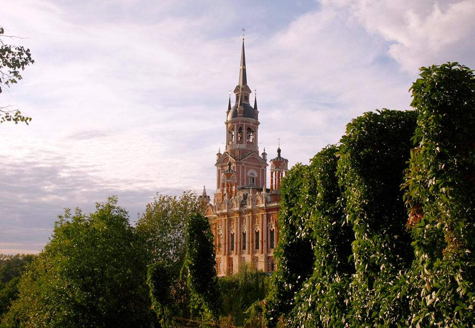 Crkva svetih Joakima i Ane privlači najveću pažnju posjetilaca. Izgrađena je krajem 19. stoljeća na mjestu stare crkve od koje su ostali temelji i oltar.