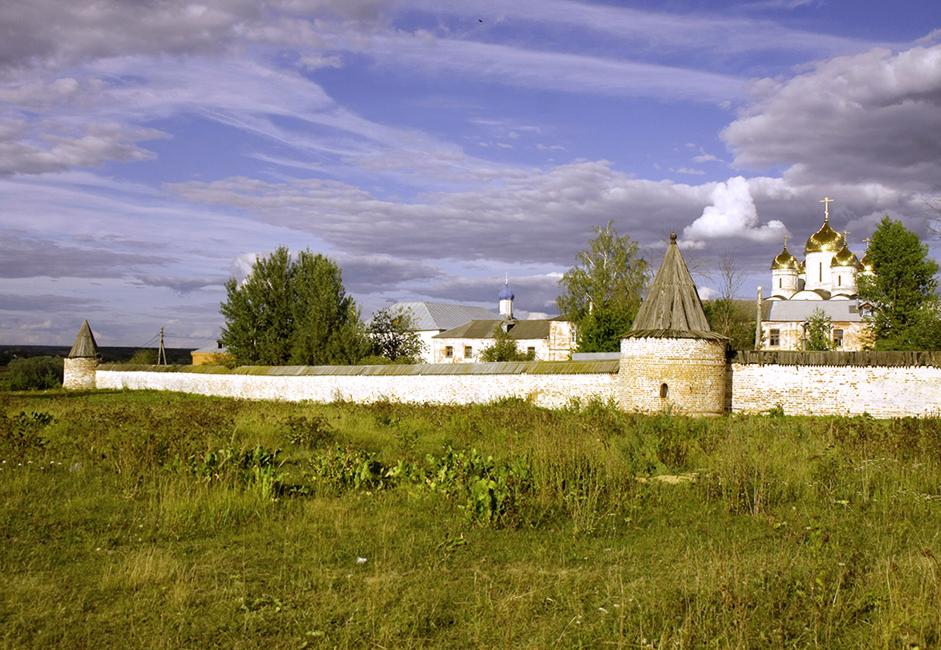 Ako dođete u Možajsk svakako posjetite Terapontov manastir. Podigao ga je 1408. Terapont Belojezerski, učenik svetog Sergeja Radonežskog.