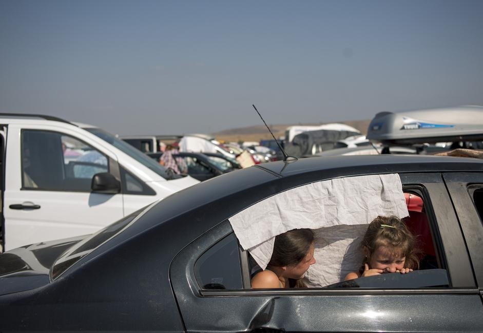 9月上旬、数千ものロシア人家族はクリミア半島からケルチ海峡を通って家に帰った。