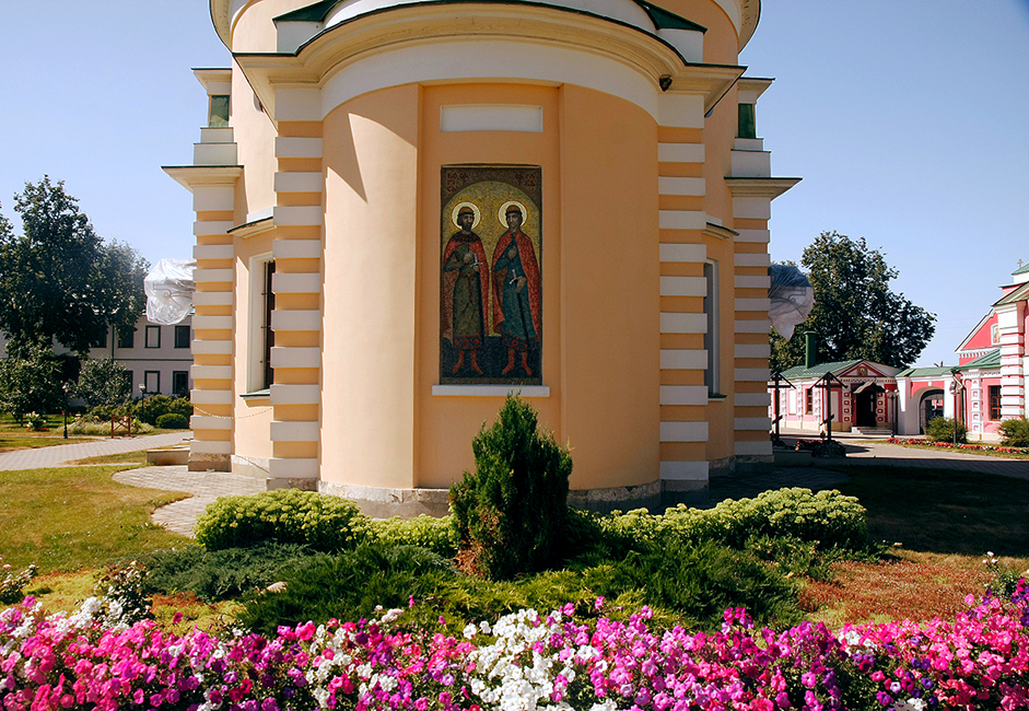 Lukisan dinding asli yang menampilkan Santo Boris dan Santo Gleb tetap ada hingga saat ini, setelah keruntuhan Uni Soviet.