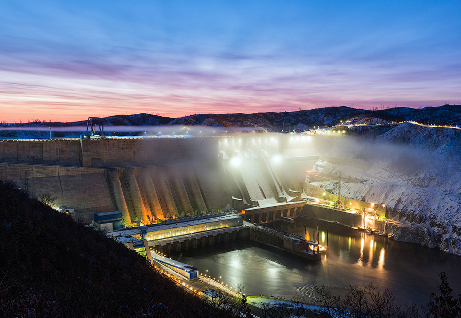 The Bureya Dam is located on the Bureya River in the Amur region. The dam has a capacity of 2,010 megawatts, while its average annual energy output is 7.1 billion kilowatts per hour.