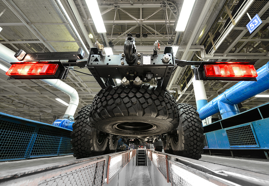 KAMAZ-ov dvomilijuntni kamion otkotrljao se s proizvodne trake 2012. Oko 200 vozila proizvodi se ovdje svaki dan. Tvornica planira povećati proizvodnju na 100,000 vozila godišnje do 2020.