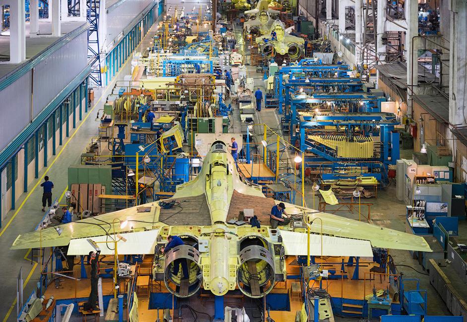 Danes je v tovarni IAZ zaposlenih 2.500 delavcev. Njihova povprečna starost je 40 let.