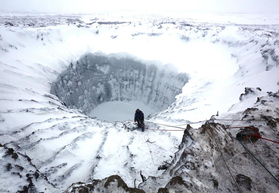 Kedekatan lokasi kawah dengan ladang gas Bovanenkovskoye memunculkan asumsi bahwa lubang itu terbentuk akibat hasil letusan yang disebabkan aktivitas manusia. Namun, para ilmuwan kini dengan pasti menyimpulkan bahwa kemunculan kawah itu disebabkan oleh faktor alamiah.