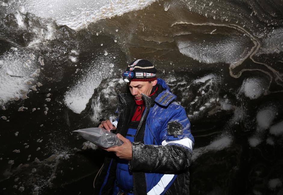 """Hasil pengujian tersebut akan tetap dipelajari dan dianalisis. Data awal menunjukan bahwa pembentukan lubang sebesar ini mungkin merupakan tanda kerusakan permafrost (lapisan es abadi) yang serius. Vasily Bogoyavlensky, profesor dan Wakil Direktur Institut Riset Minyak dan Gas dari Akademi Sains Rusia, mengatakan bahwa """"analog"""" kawah Yamal yang terkenal hanya ditemukan di dasar laut-laut Arktik, termasuk Laut Kara, namun secara praktis belum ada penelitian yang dilakukan atas kawah-kawah tersebut karena mereka tidak terlalu diminati."""