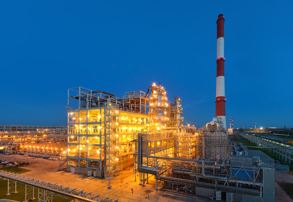 Trenutno, količina proizvodnje rafinerije iznosi oko 8 milijuna tona. Kada se rafinerija prvi put otvorila 2011., proizvodni cilj joj je bio rafiniranje 7 milijuna tona. Danas regionalne vlasti planiraju povećati proizvodnju na 14 milijuna tona nafte godišnje.