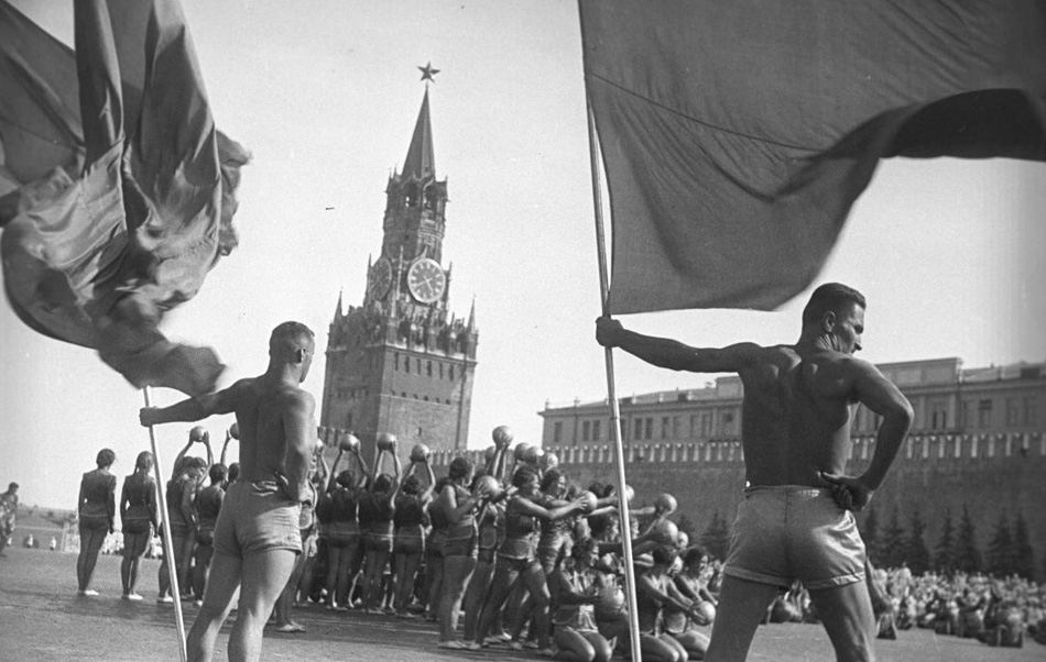 War really was on the horizon. During the Great Patriotic War he worked as a correspondent for Frontline Illustration. He photographed the Soviet Army's exploits on different fronts. Many of his pictures became classics of frontline photo reportage and brought him worldwide recognition. // A physical education parade on Red Square, Moscow, 1939