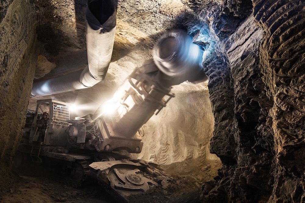 """Освен находището в гр. Мирни в Якутия, известен като """"диамантената столица"""" на Русия, АЛРОСА разработва още 21 находища."""