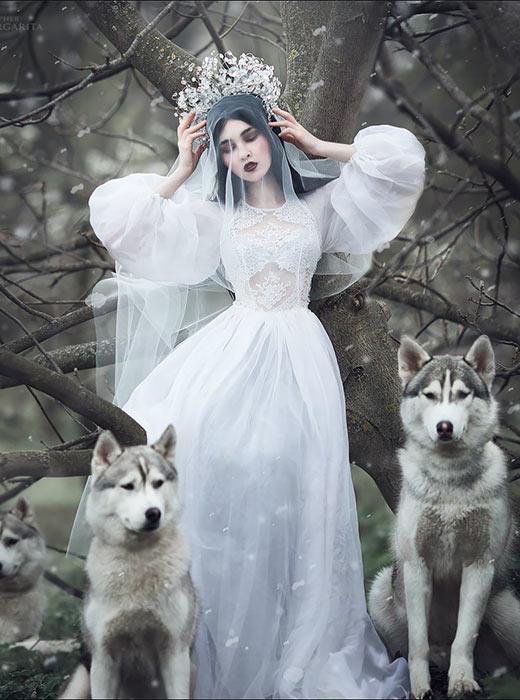 Margarita Kareva merupakan seorang fotografer dari Yekaterinburg (1.667 kilometer di sebelah timur Moskow) yang menciptakan foto fesyen bergaya fantasi yang unik.