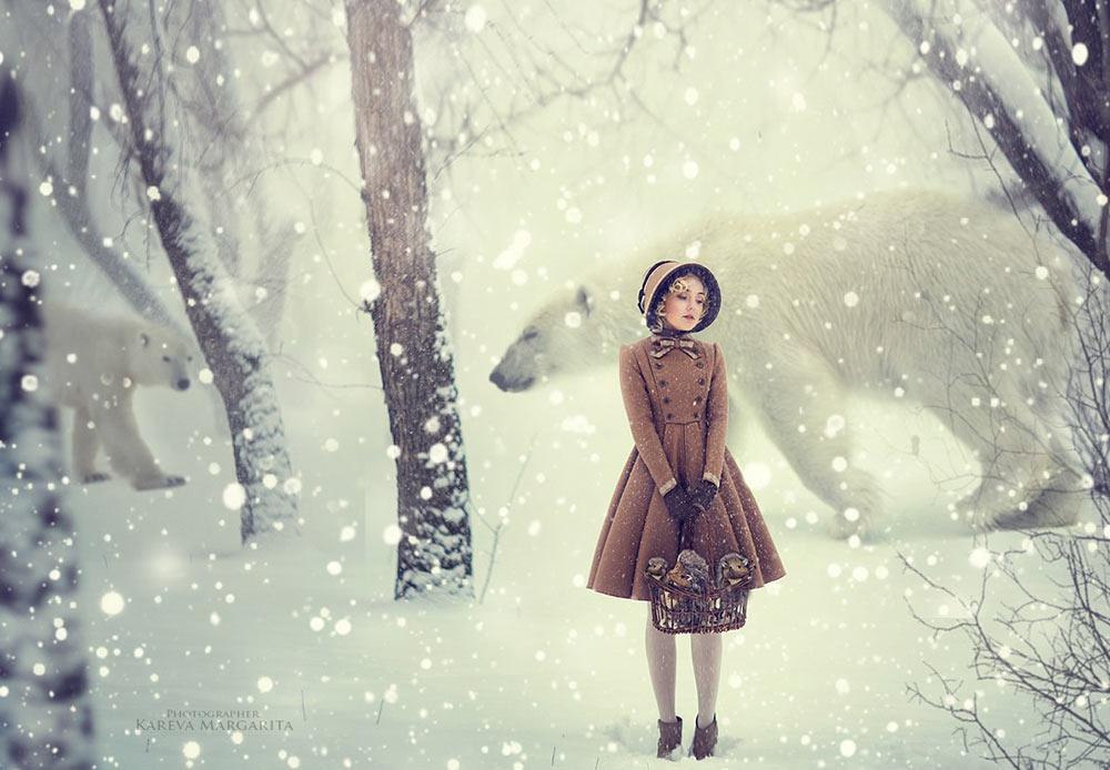Dans l'univers féérique de Margarita, vous pouvez trouver des fôrets noires, des ours polaires, des fleurs fantaisistes au milieu de l'hiver russe enneigé et, bien sûr, les héroïnes de conte de fées personnalisées grâce à de magnifiques jeunes femmes.