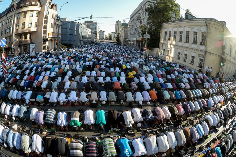 Berdasarkan data, masjid-masjid di Moskow didatangi oleh lebih dari seratus ribu muslim yang merayakan ritual meriah ini.