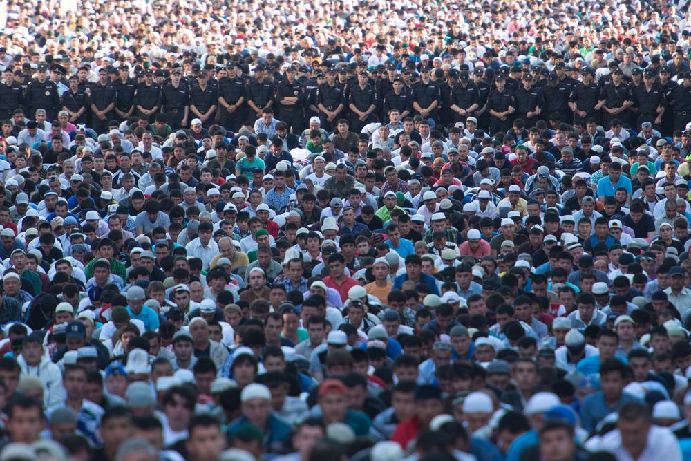 Lalu lintas Moskow dibatasi sehubungan dengan perayaan Idul Fitri. Jalan menuju ke tempat ibadah ditutup dan lebih dari 4.000 polisi bertugas menjaga keamanan.