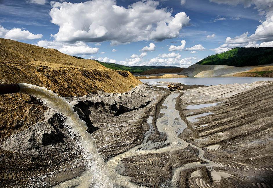 Le territoire est traversé par les fleuves Gazimour, Ourov et Tourov. Le plus grand, le Gazimour possède d'abruptes falaises où poussent de nombreux buissons. Certaines années, le fleuve s'emporte et inonde les localités situées en aval.