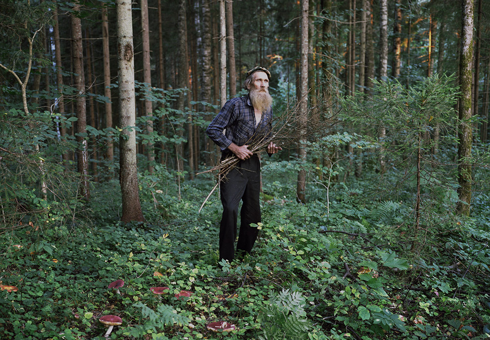 トカチェンコさんはこの様なロシアの「謎」を解こうと旅に出かけ、2014年世界報道写真展(ワールド・プレス・フォト・コンテスト)優勝に辿り着いた。彼のシリーズ「隠棲」は「演出肖像」部門で優勝した。