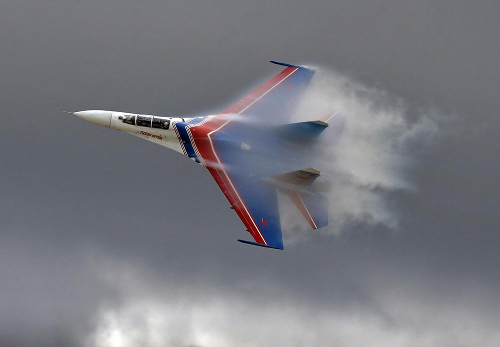 Pada Selasa (12/8), Angkatan Udara Rusia merayakan ulang tahun yang ke-102. Angkatan Udara Rusia memiliki senjata andalan berupa pesawat tempur yang kehebatannya tak perlu diragukan. Pesawat militer yang selalu siap mempertahankan negara tersebut telah banyak berubah selama ini. Berikut beberapa pesawat militer Rusia terbaru yang menyandang rekor istimewa, termasuk pesawat militer yang belum digunakan.