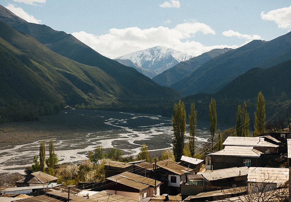 Mata air Akhty masih ada hingga saat ini. Mata air ini terletak di sebuah jurang, lima kilometer arah barat daya dari pusat desa di sisi kiri Sungai Akhtychai.