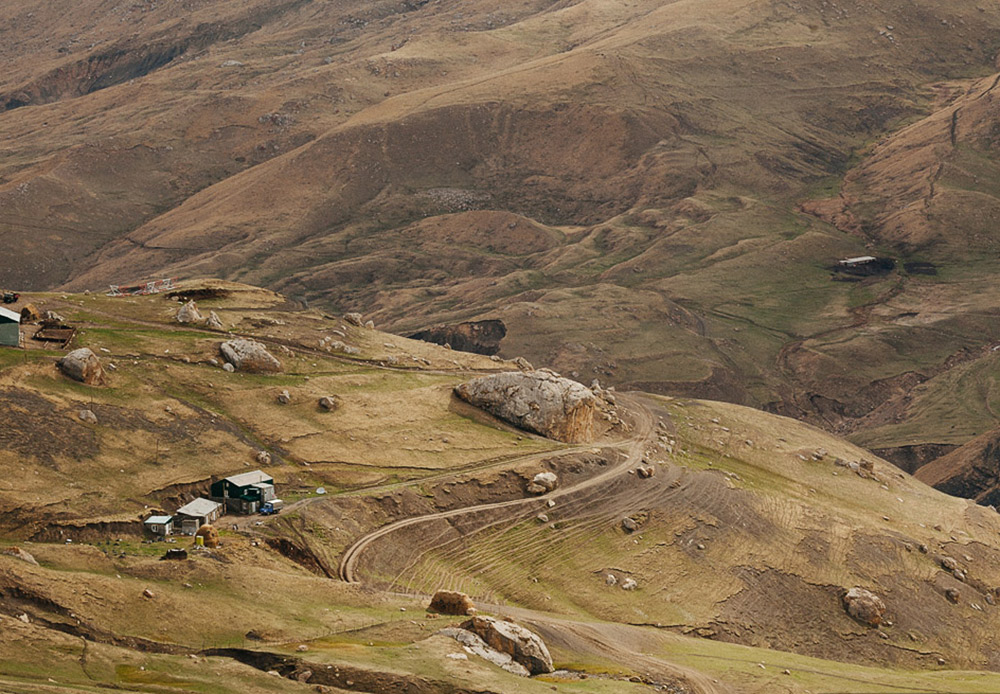 Dagestan terkenal akan keragaman kelompok etnisnya yang menghargai tradisi, adat istiadat, serta kebudayaan mereka. Keragaman tradisi Dagestan luar biasa. Anda dapat menemukan adat istiadat dan upacara asli di hampir semua desa pegunungan besar di daerah ini.