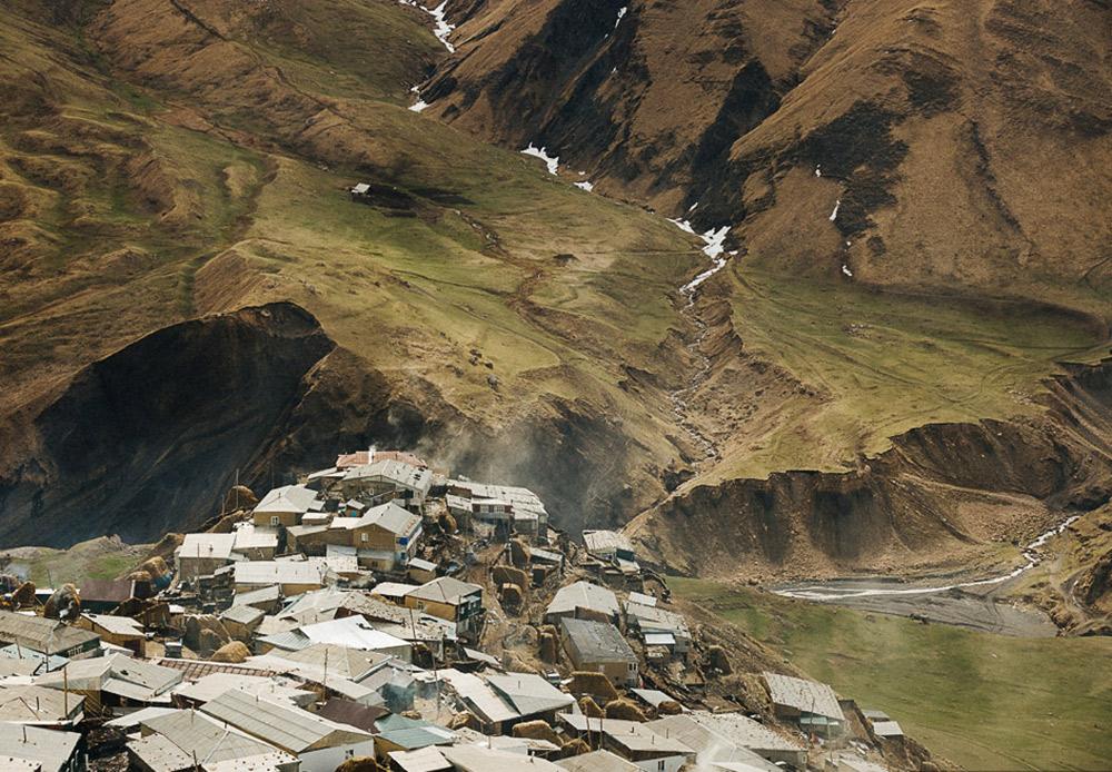 Pada titik paling selatan Dagestan terdapat Desa Kurush yang merupakan desa pegunungan tertinggi di seluruh Eropa.