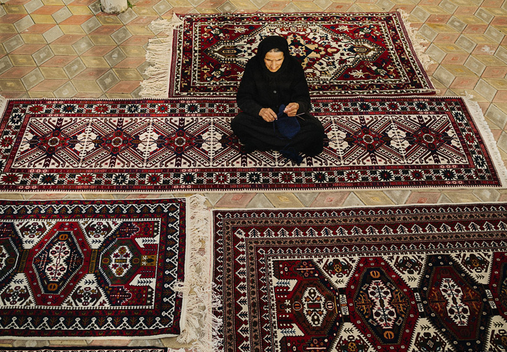 The best wool rugs from Russia are woven in Tabasaran ( a province in the south of Dagestan). This is where they make hand-made tufted carpets using a centuries-old design.