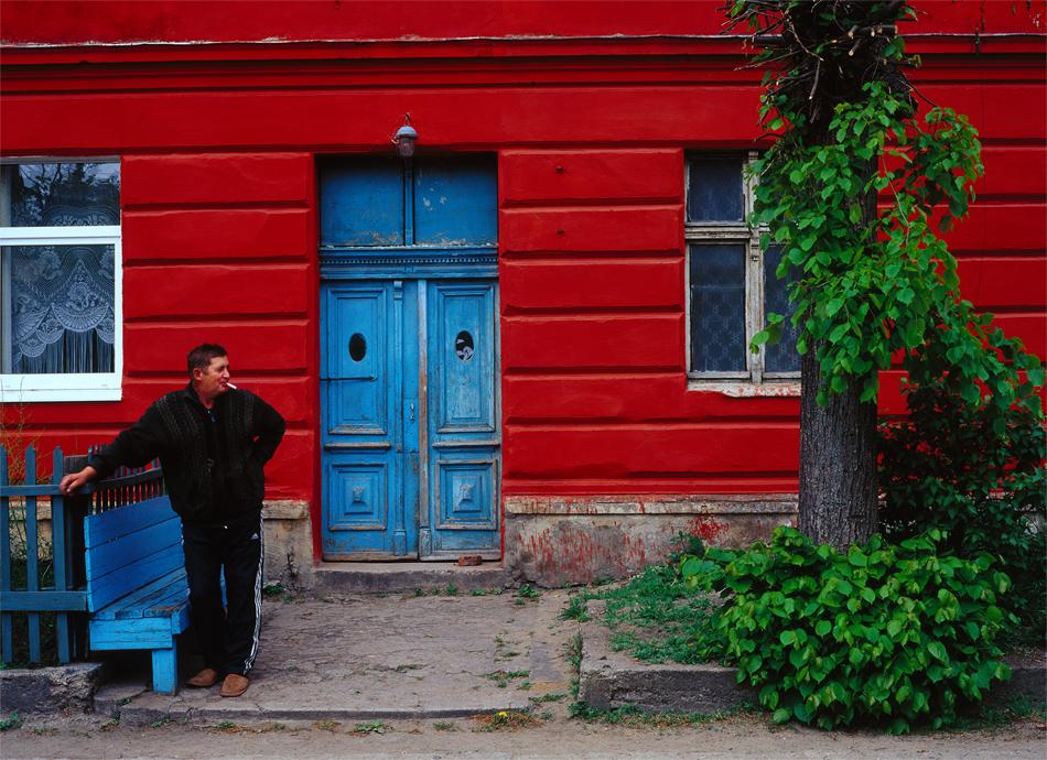 休憩の一服、ズナメンスク。 // 州の村の多くでは、ドイツ時代から残る教会の廃墟を見る事ができる。