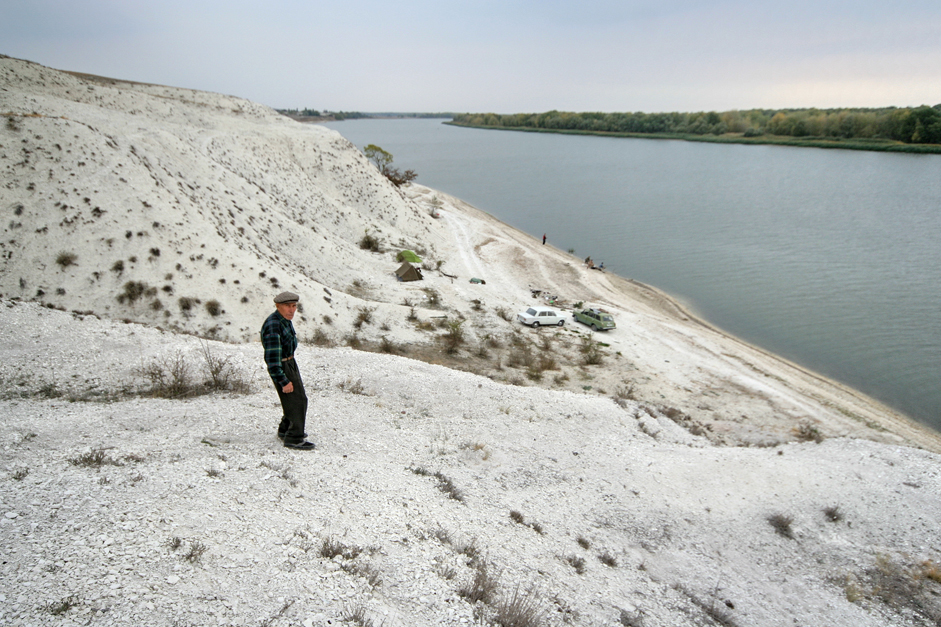 Also in the Volgograd region, on the Don River, is an extremely interesting geological object: chalk mountains made up of ancient sands. It seems that this was once the bottom of an ocean, since deposits here contain the fossils of ancient sharks and plesiosaurs. The chalk mountains reach 100 meters in high and can be considered the tallest in Europe.