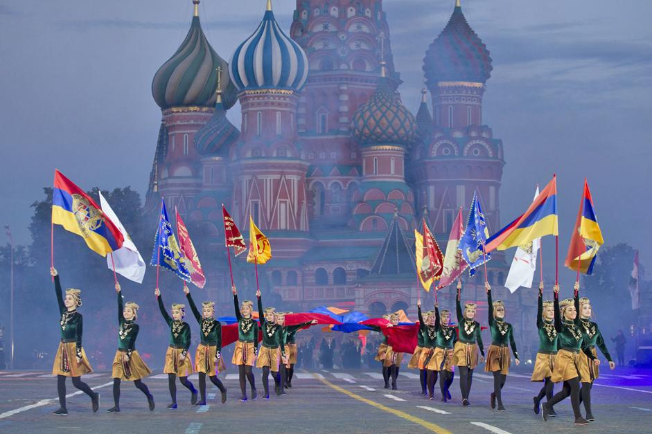 """3/11. Почетком септембра у Москви се увек осећа празнична атмосфера међу њеним становницима, али и посетиоцима престонице, јер се првог викенда у овом месецу прославља Дан Москве. Фестивал """"Спаска кула"""" савршено се уклапа у ову градску прославу."""
