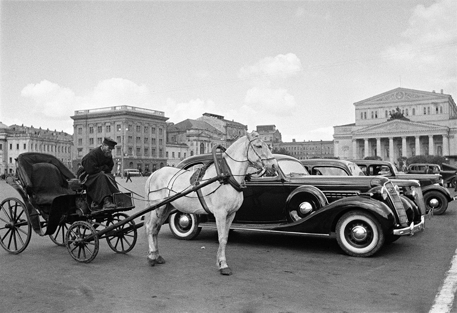 The prominent communists Rykov, Bukharin (Shaikhet photographed him very often), Zinoviev, Kamenev, Radeka and Tukhachevsky all disappeared from the political scene. As such, images of them also had to disappear. // Carriage and car. Taxi rank at the Bolshoi Theatre. Moscow, 1935