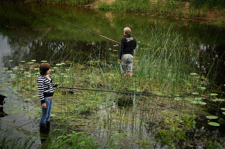 家庭菜園の作業を止めて休憩するとなると、多くのロシア人は釣りに行くのが好きだ。必ずしも夕食にできるほどたくさん釣れるわけではないが、釣りの愛好家に真の喜びをもたらすのは、釣りという行為自体なのだ。