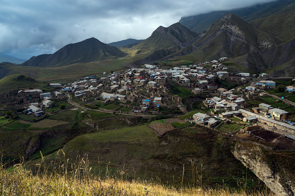 The village of Tsovkra-1 can be reached by car from Makhachkala (Dagestan, 1800 km from Moscow). The journey there can take up to three hours, first along the asphalt, then up a mountain serpentine.