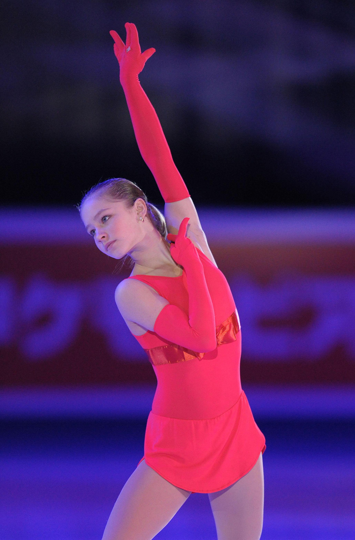 エカテリンブルク市でフィギュアスケートを続けていたが、9歳の時、エテリ・トゥトベリゼ・コーチの目にとまり、モスクワに招待され、引っ越した。