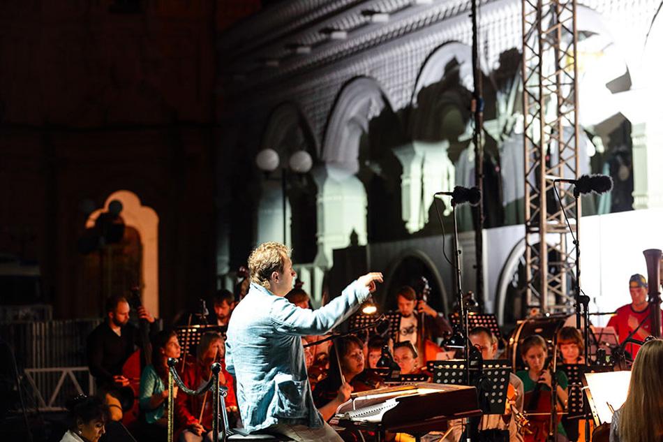 このオペラを書いたアレクサンドル・ボロディンは、ロシアにおいて交響曲と四重奏曲の分野を確立した創始者の一人であるとみなされている。ボロディンは、オペラ『イーゴリ公』の創作に18年以上を費やした。