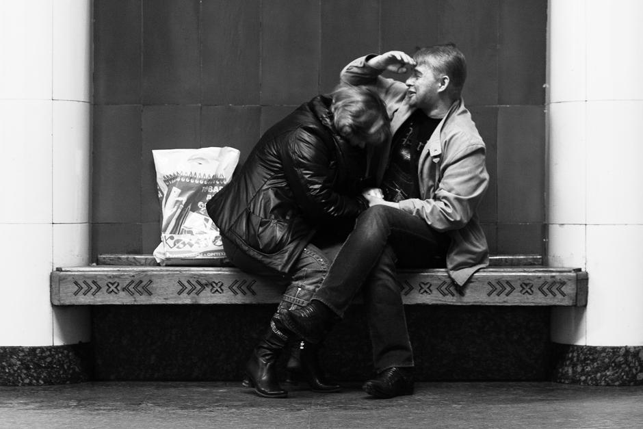 9/12. Туристи са фото-апаратима труде се да сниме сваку таблу, скулптуру и лустер.