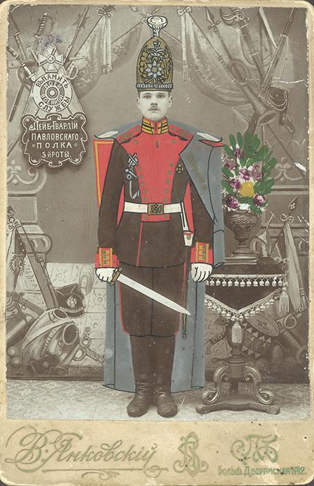 20世紀初頭には、ロシアの軍人のカラー写真が特に人気が高かった(第一次世界大戦まで、軍人は重要な社会階級であった) // 「兵役の記念に」、1910年代初頭。