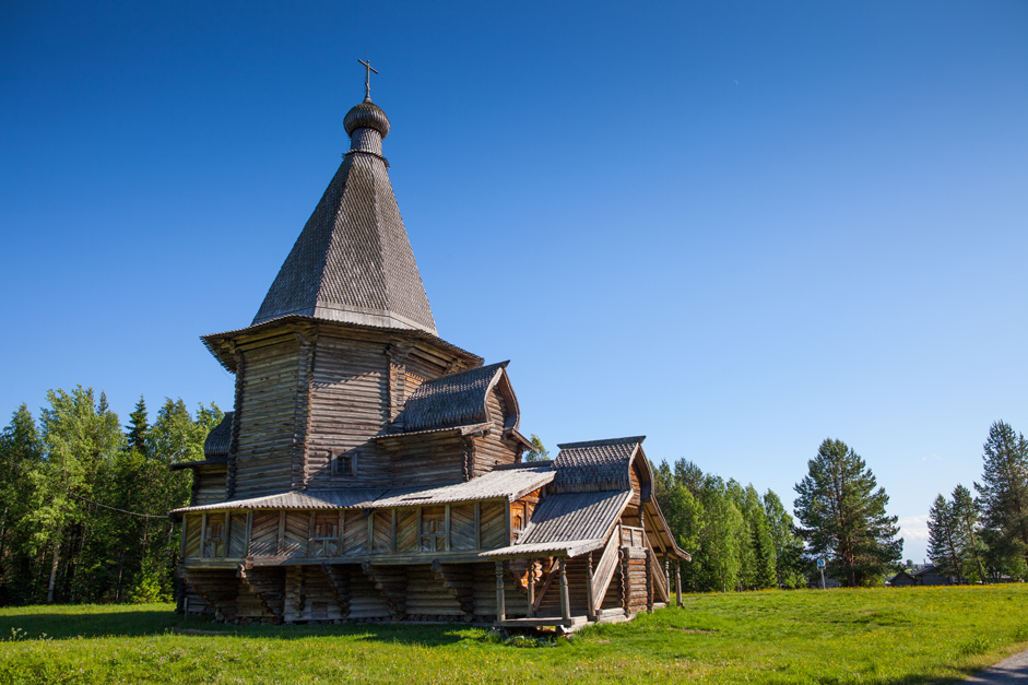 St. George Church, 1672, Vologodskaya region. This serves as an example of the marriage of rationalism and beauty which combine harmoniously in the minds of northern peasants. An octagonal frame surrounded by a covered gallery and crowned with a majestic dome with a canopy lies at the church's foundation. On the eastern side of the church's prirub is the alter, and on the west side is the refectory.