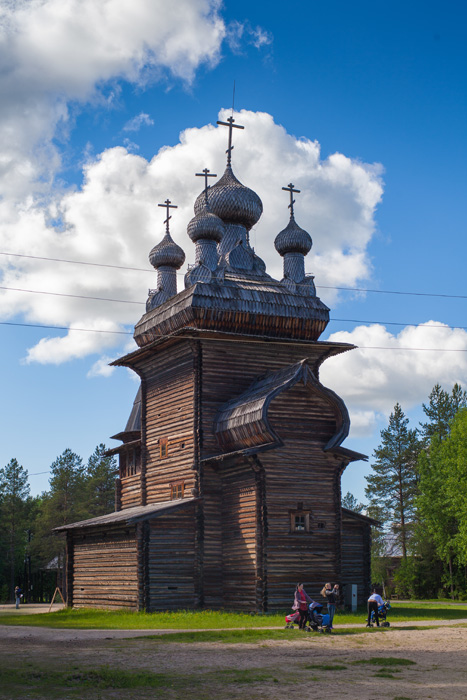 Church of the Ascension, 1669, Arkhangelsk region. This is one of the most outstanding examples of a 'kubovaty' cathedral; in other words, it has a quadrangular coating of complex shape. // There are six sectors on the museum's territory. Each sector is modeled after an historical settlement featuring characteristics particular to a district plan and the most typical buildings.