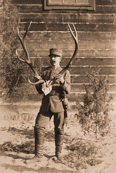 彼女は、皇帝家のために組織された狩りが行われた、今日のポーランド領にあるスパラやスキェルニェヴィツェといった遠隔地にまで、喜んで夫に付随した。皇帝夫妻は、リヴァディアの離宮からそれほど遠くないクリミア山脈にも、よく狩猟旅行に出かけた。