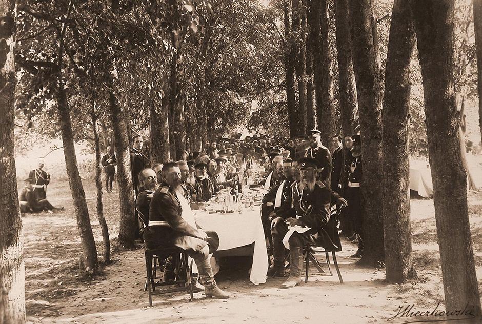 アレクサンドル3世とマリアのどちらも、銃猟が好きだった。二人とも銃に魅力を感じたので、1887年5月9日にはトゥーラの兵器工場を訪問し、それぞれがベルダンII式ライフル銃を進呈された。