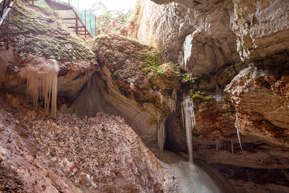 """3/13. Детаљно истраживање ове области почело је средином 1960-их. У резервату """"Пињешки"""" налази се четвртина од укупно 476 пећина откривених у Архангелској Области."""