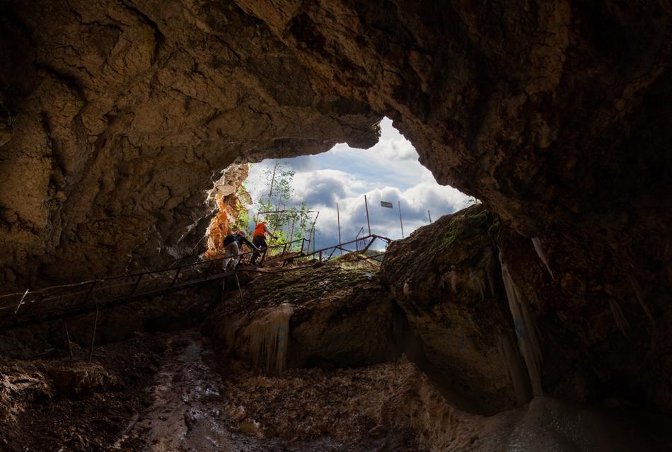 5/13. Пећина под називом Голубински провал налази се на десној обали реке Пињеге и удаљена је 16,5 km низводно од села Пињега. Дужина пећине износи 1622 m, њена површина је 5.267 квадратних метара, запремина 8.255 кубних метара, док је максимална висина свода 17 m.