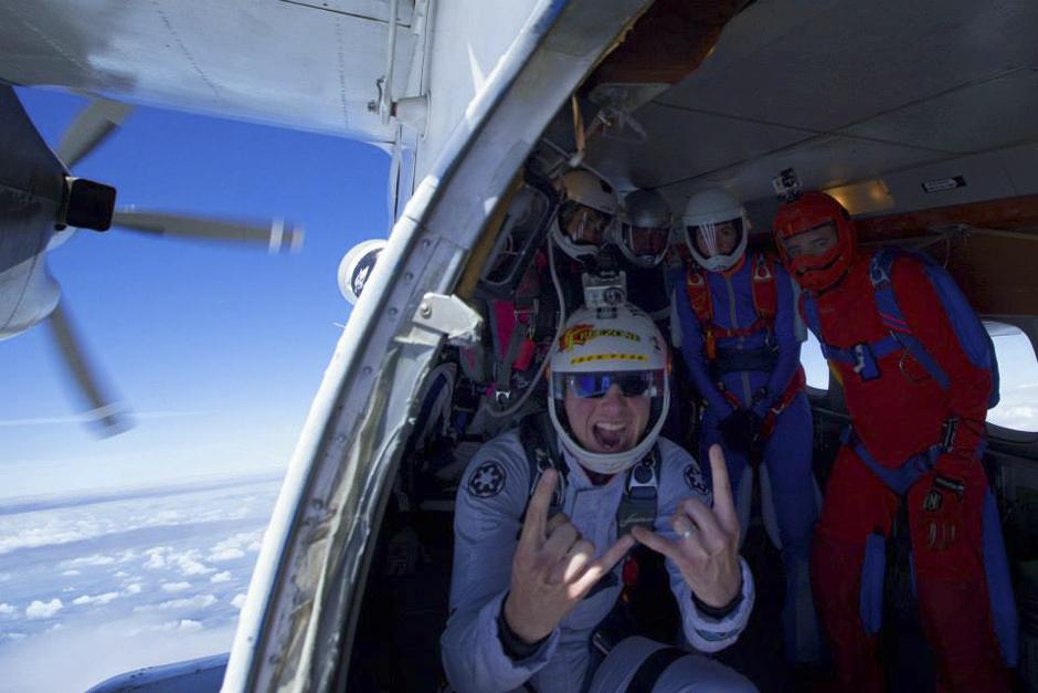 Sve fotografije snimljene su u Aero Clubu Aerograd Kolomna, 120 km od Moskve. Padobranstvo je glavna aktivnost ovog kluba, nasljednika najstarijeg moskovskog zračnog kluba Vodopijanov DOSAAF (Volontersko društvo za suradnju vojske, avijacije i flote)