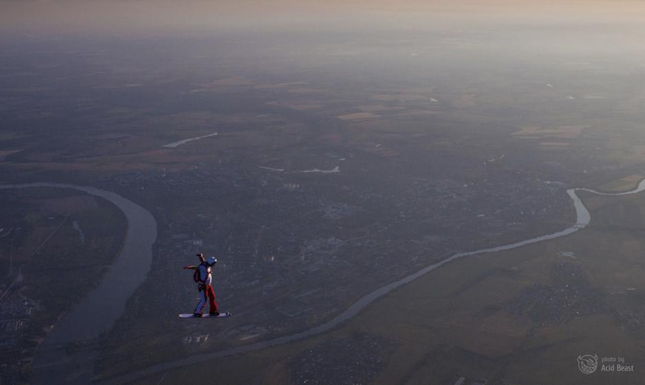 ''Tijekom jednog skoka mi se širokokutna leća odvojila od kamere u trenutku kada se otvorio padobran. Nisam morao ništa otpustiti, ali sam izgubio veoma dobre leće'', prisjeća se Dmitri.