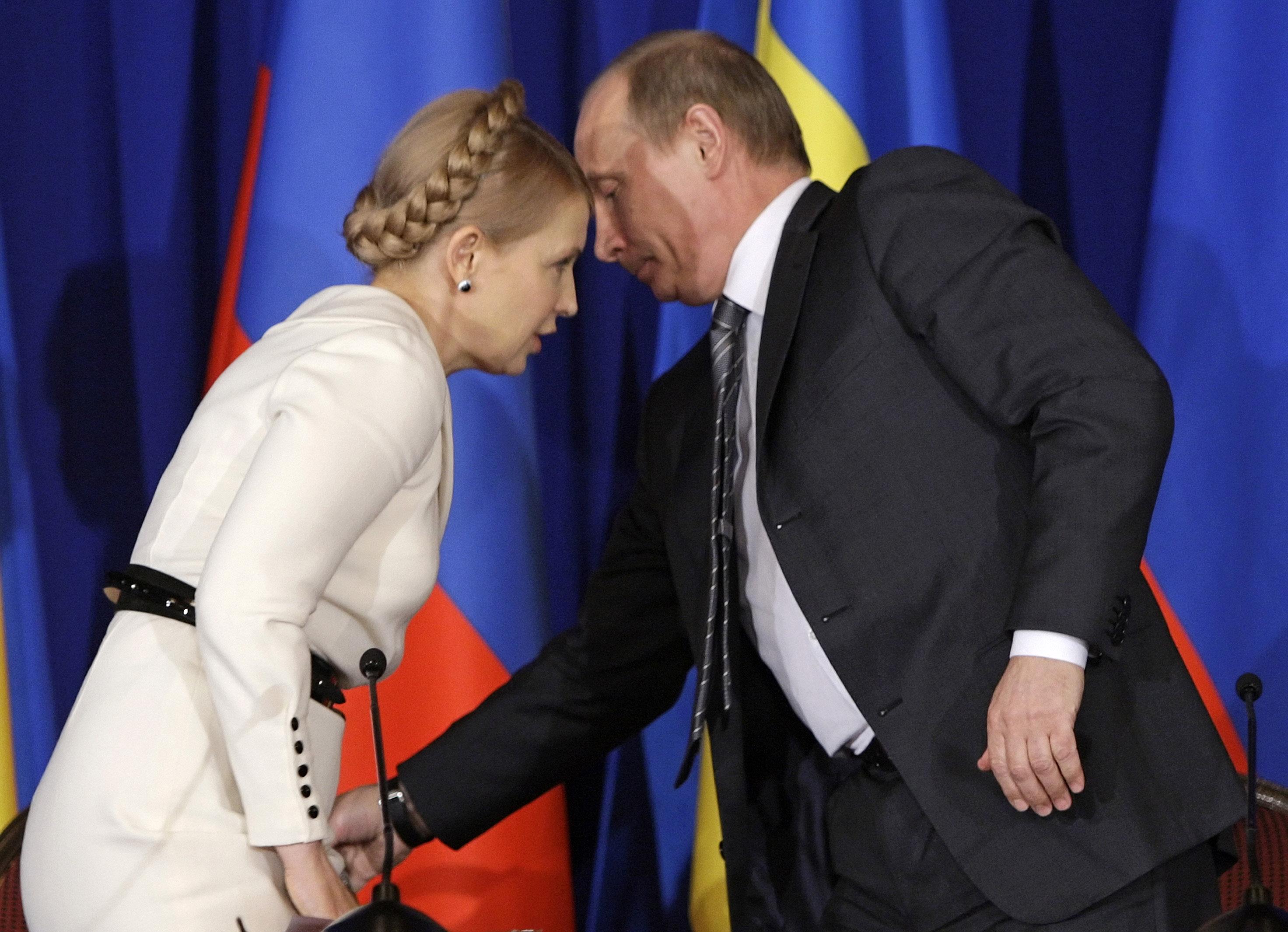 2/10. Април 2009. Док је Путин био премијер, између свог другог и трећег председничког мандата, у више наврата сретао се са украјинском колегиницом Јулијом Тимошенко.