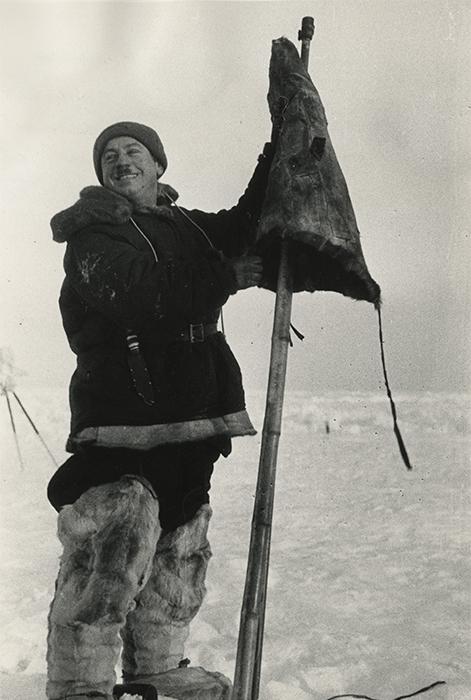 Polarforscher und Polar-Piloten zählten zu den angesehensten und berühmtesten Menschen in Russland und anderen Ländern. Alle kannten ihre Namen. Ende November wurde der 120. Geburtstag des Helden der Sowjetunion und Polarforschers Iwan Papanin (auf dem Bild) gefeiert. Im Jahr 1934 wurde am Kap Tscheljuskin unter seiner Leitung eine Polarstation aufgebaut. Drei Jahre später, im Jahr 1937, übernahm Papanin die Leitung der weltweit ersten Eisdriftstation mit dem Namen Sewernyj Poljus (Nordpol).
