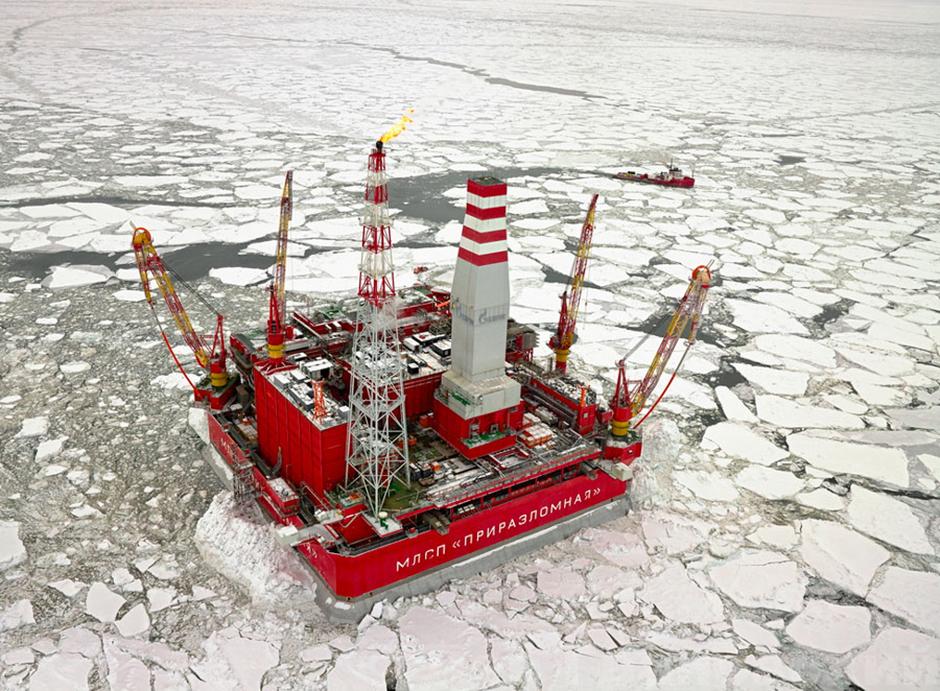 2013 wurde die hochmoderne Förderplattform Priraslomnaja in Betrieb genommen. Sie ist die erste Plattform, die Öl vom russischen Arktis-Schelf fördert.