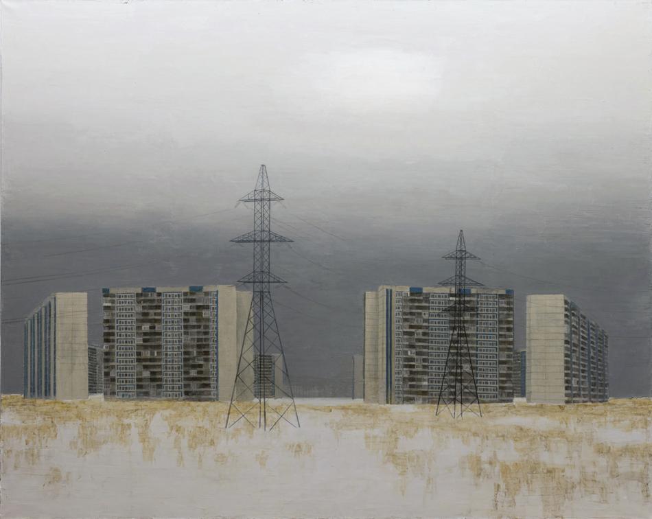 画家パーヴェル・オトデリノフの最新作は、モスクワ住宅地区の生活を題材とする習作で、区画化された高層ビルや、どこまでも限りなく続く送電線などを描いたものだ。