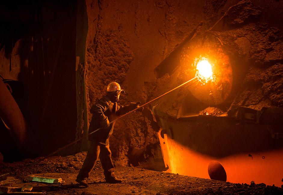 Também é a quinta maior produtora de ferro e aço em termos de produção de metal laminado, além de ser a maior fabricante de aço inoxidável da Rússia